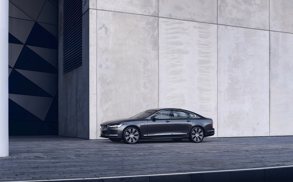 262600 The Refreshed Volvo S90 Recharge T8 Plug In Hybrid In Platinum Grey