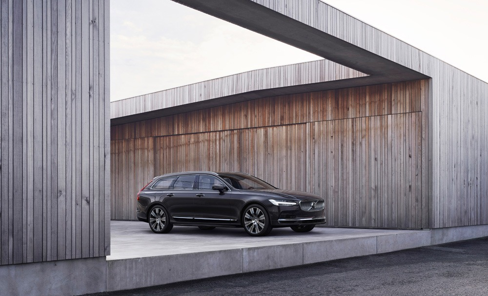 262607 The Refreshed Volvo V90 Recharge T8 Plug In Hybrid In Platinum Grey